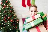 Prezent na Gwiazdkę: co pod choinkę dla chłopca? Niebanalne pomysły na Boże Narodzenie, które ucieszą każde dziecko