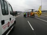 Wypadek na DK94 w Sosnowcu: samochód uderzył w barierkę. Lądował helikopter LPR