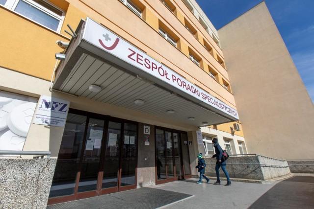 W niedzielę (27 grudnia 2020 r.) zaszczepiono pierwszych bydgoszczan przeciw COVID-19. Byli to m.in. pracownicy medyczni Szpitala Uniwersyteckiego nr 1 im. dr. Antoniego Jurasza w Bydgoszczy,