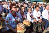 Na dożynki gminne w Szklarach przybyły tłumy gości. Tutaj chleba nikomu nie zabrakło