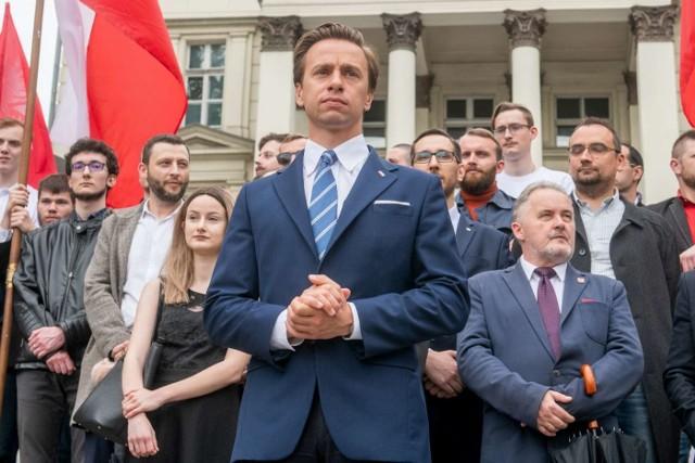 Spotkanie Krzysztofa Bosaka, kandydata Konfederacji na prezydenta RP odbyło się w niedzielę na placu Wolności w Poznaniu. Wzięło w nim udział kilkuset, głównie młodych ludzi.Przejdź do kolejnego zdjęcia --->