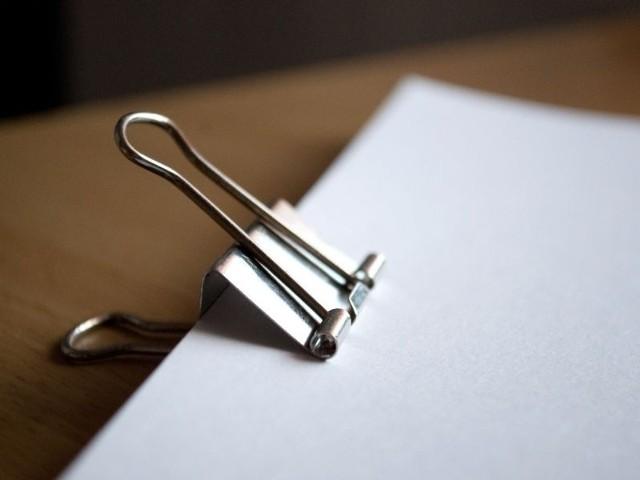 Duże firmy oszczędzają spore kwoty na braku konieczności magazynowania faktur w wersji papierowej