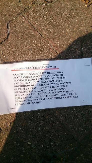 """""""Informacja"""" dla właścicieli psów na ul. Deszczowej we Wrocławiu."""