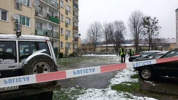 Tragedia w Kuźni Raciborskiej. Nie żyją policjantka, policjant i ich dziecko Blok, w którym doszło do tragedii