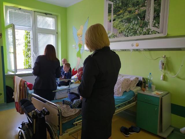 Dzisiaj (2 czerwca) wolontariuszki ze Stowarzyszenia Pro Salute i przedstawiciele Zakładu Karnego w Grądach Woniecko zorganizowali Dzień Dziecka dla podopiecznych kliniki rehabilitacji w UDSK.