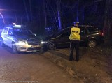 Policja zatrzymała nietrzeźwego kierowcę i jego pijanego kompana po pościgu