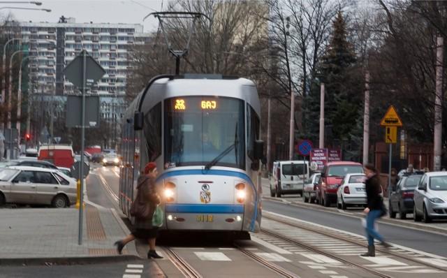 27.12.2011 wroclaw tramwaj plus its zielone swiatlo mpk ulica gliniana janusz wojtowicz / polskapresse gazeta wroclawska