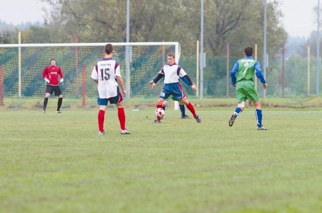 Piłkarze z Narewki wciąż są wiceliderem IV ligi, z niewielką stratą do Promienia Mońki