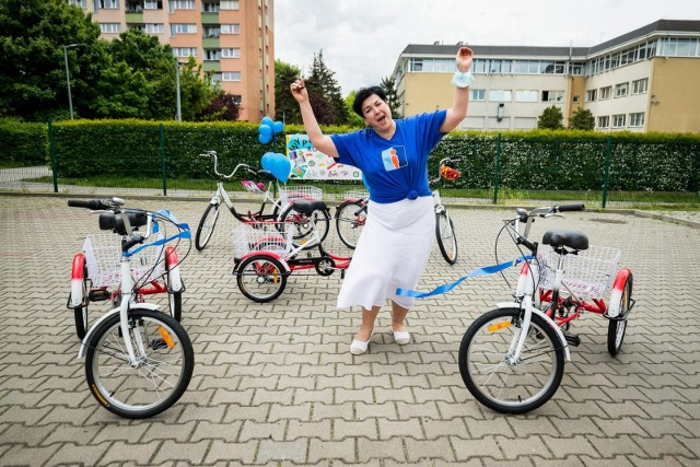 Szkoła będzie obserwować zainteresowanie bydgoszczan korzystaniem z wypożyczalni, jak na razie na listę chętnych wpisani są podopieczni placówki - uczy się tu 80 dzieci z orzeczeniami o niepełnosprawności. Z czasem i zgodnie z liczbą chętnych sposób rezerwacji rowerów będzie udoskonalany. Na razie nie jest przewidziana kaucja na poczet ewentualnych uszkodzeń. Rowery są wypożyczane jednorazowo na tydzień lub dwa. O szczegóły można pytać, dzwoniąc na numer telefonu 52 373 08 78 lub na miejscu, przy ul. Gałczyńskiego 23.