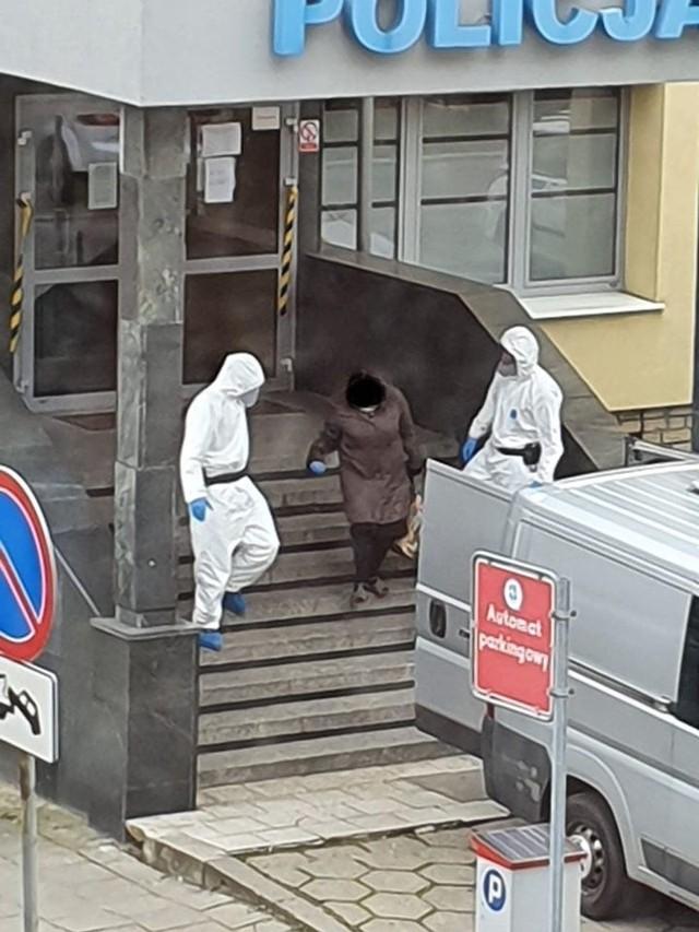 - Kobieta zostanie przewieziona do ośrodka kwarantanny w Słubicach przez Wydział Konwojowy KWP w Poznaniu - informuje policja.Przejdź do kolejnego zdjęcia --->