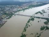 Powódź 2010 w Grudziądzu. Wielka woda podeszła pod miasto [archiwalne zdjęcia]