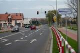 Ul. Poznańska już po przebudowie. Teraz jest szersza, ma nową nawierzchnię, chodnik i ścieżkę rowerową