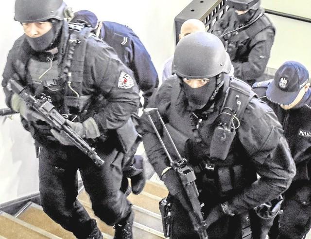 W sądzie nad bezpieczeństwem czuwali antyterroryści uzbrojeni w karabiny maszynowe Glauberyt