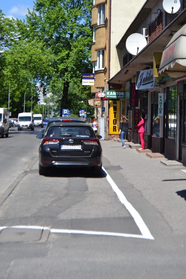 Na ulicy Wilsona linie wyznaczające miejsca postojowe pojawiły się dopiero po wszczęciu prokuratorskiego śledztwa