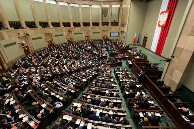 Posłowie opozycji złamali przepisy. Chodzi o zdalne głosowanie