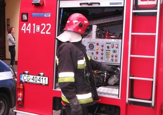 W akcji udział biorą cztery wozy strażackie
