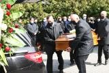 Pogrzeb Marka Kamińskiego, wieloletniego radnego Rady Powiatu w Ostrowi Mazowieckiej. Ostatnie pożegnanie odbyło się 10.04.2021. Zdjęcia