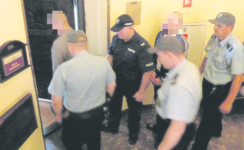 W procesie dotyczącym śmierci Wojciecha C. zeznawało kilkunastu świadków. Nieocenione okazały się zeznania nastolatki. Świadkowie, gdy czują się zagrożeni, mogą wystąpić o ochronę