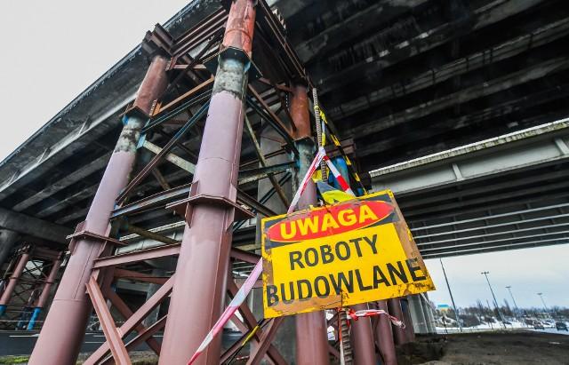 Klatkowe podparcia zastosowano na północnym wiadukcie w ciągu ulicy Wojska Polskiego. Klatki na podporach stoją do dziś, ograniczono na wiadukcie ruch. Wiadukt nadaje się do rozbiórki - kiedy - nie wiadomo.