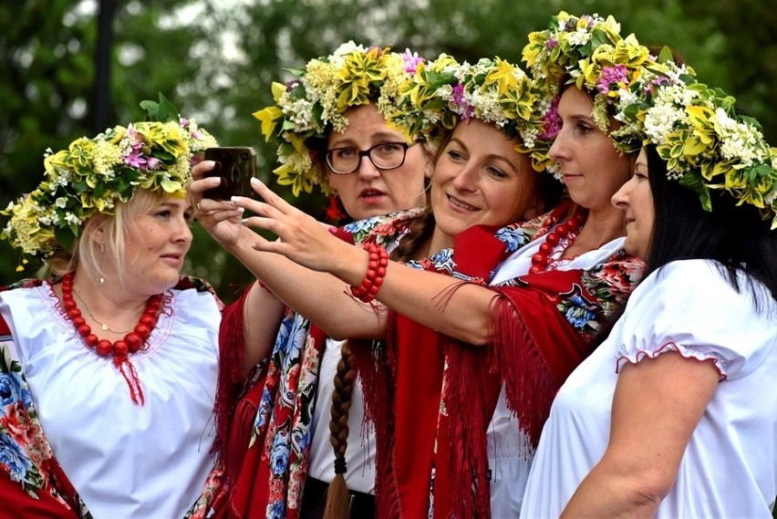 """""""Śpiewy spod Radostowej"""" nagrane. W Ciekotach realizowano zdjęcia do folkowego koncertu online"""