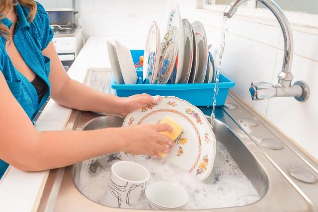 UOKiK przyjrzał się kluczowym parametrom wpływającym na jakość i komfort zmywania.