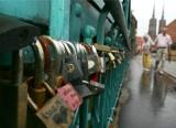 Wrocław: Miasto usuwa kłódki z Mostu Tumskiego