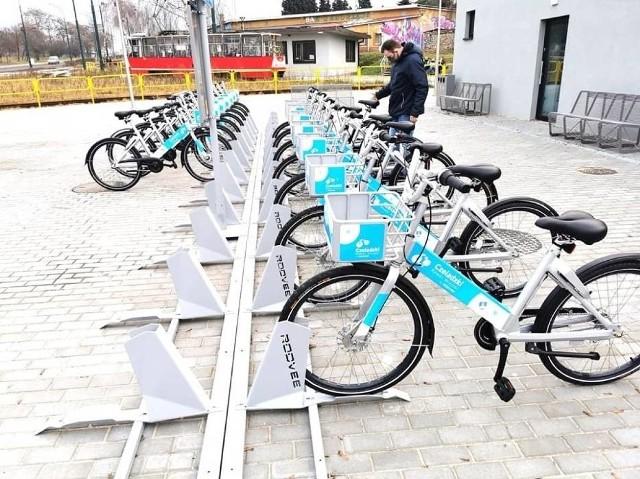 Czeladzki Rower Miejski startuje 1 kwietnia. Na próbę rowery pojawiły się w tym mieście pod koniec zeszłego roku Zobacz kolejne zdjęcia/plansze. Przesuwaj zdjęcia w prawo - naciśnij strzałkę lub przycisk NASTĘPNE