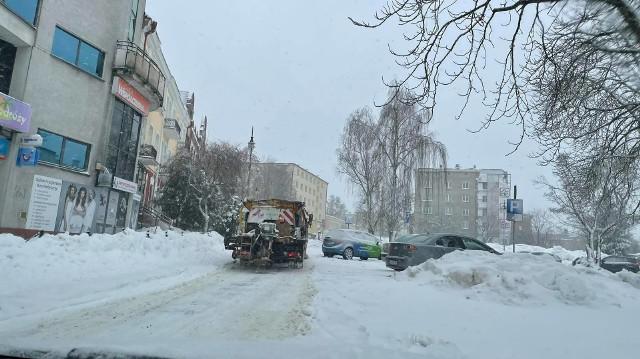 Białystok. Firmy odpowiedzialne za zimowe oczyszczanie miasta pracują, a mieszkańcy oceniają