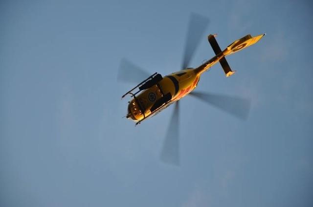 Śmigłowiec LPR zabrał kierowcę do szpitala.