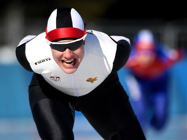 Magdalena Czyszczoń zdecydowanie prowadzi na półmetku wielobojowych mistrzostw Polski w łyżwiarstwie szybkim