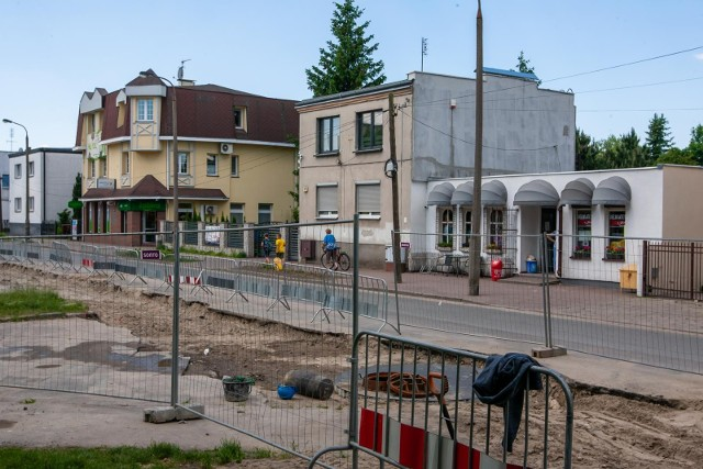Właściciele osiedlowych sklepów przy ul. Leszczyńskiego mają już dość przedłużającego się remontu ulicy, który odstrasza im klientów.