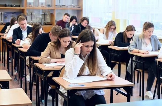 Jeszcze nie wiadomo, kiedy odbędzie się egzamin dojrzałości, ale maturzyści w piątek oficjalnie zakończą naukę.
