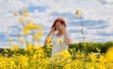 Ciężki okres dla alergików.  Jak powinni chronić  oczy? Okulista radzi