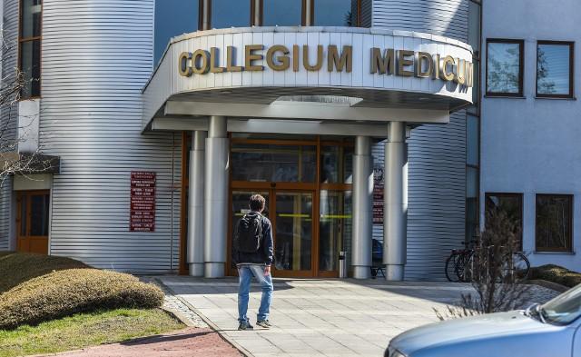 W Collegium Medicum UMK wybuchła afera po ujawnieniu treści rozmowy profesorów, nagranej przez studentów po zdalnym wykładzie