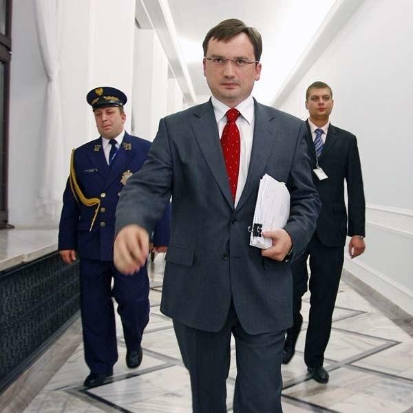Polityk PiS, prawnik, minister sprawiedliwości w rządach Kazimierza Marcinkiewicza i Jarosława Kaczyńskiego, lat 37.