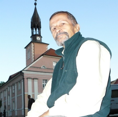 Czesław Woźniak. Jest emerytowanym nauczycielem. Ma 66 lat, działa w Polskim Towarzystwie Turystyczno-Krajoznawczym i Lidze Ochrony Przyrody.
