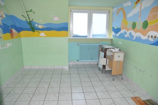 Opustoszałe pomieszczenia oddziału dziecięcego czekają na remont.