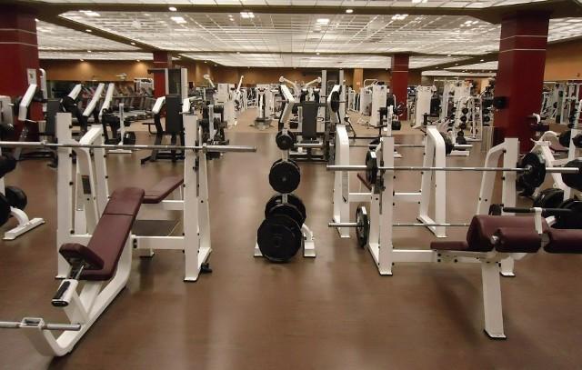 Kluby fitness i siłownie w strefie czerwonej i żółtej nie zostały zamknięte, ale wprowadzono pewne ograniczenia.