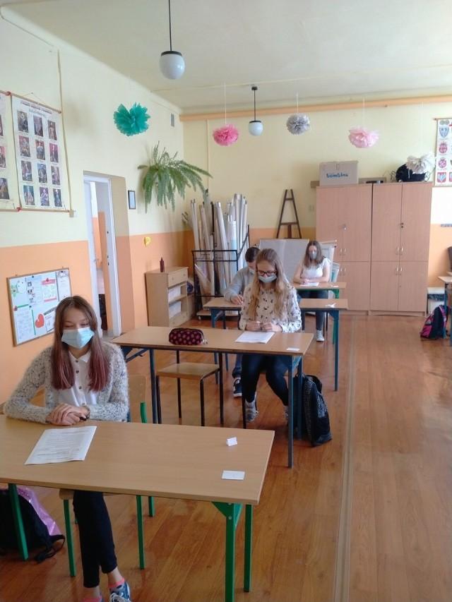 Próbny egzamin ósmoklasisty w SP w Krzemieniewicach