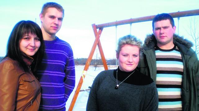Magdalena i Kacper Puchałowie i Paulina Wilczak oraz Przemysław Nowakowski chcą w Gromcu uwić swoje nowe gniazdka