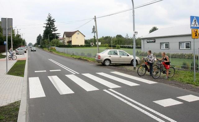 Największy absurdto przejście dla dzieci koło szkoły. Prowadzi przez ulicę prosto do głębokiego rowu