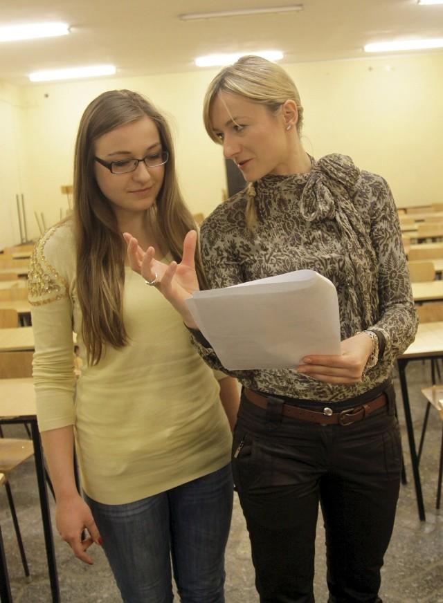 Anna Duda - Ziętek prosiła uczestników o wygłaszanie kwestii.