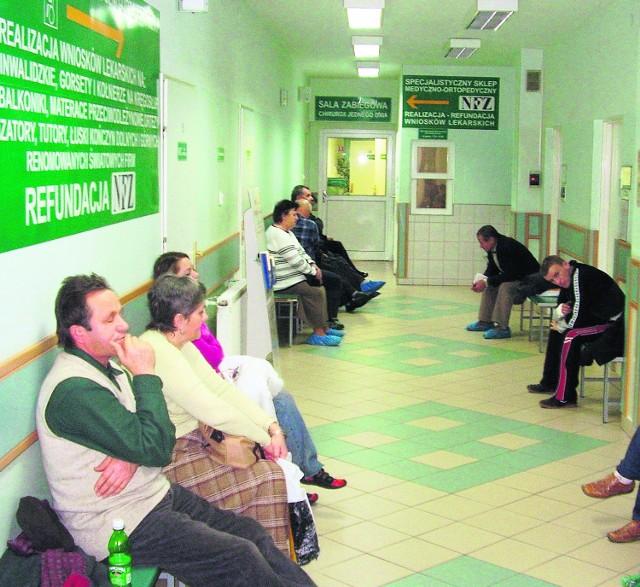 Cięcia kontraktów z NFZ oznaczają jeszcze dłuższe kolejki do lekarzy-specjalistów