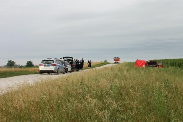 W miejscowości Gorzuchowo pijany kierowca porzucił auto z martwym kolegą w środku