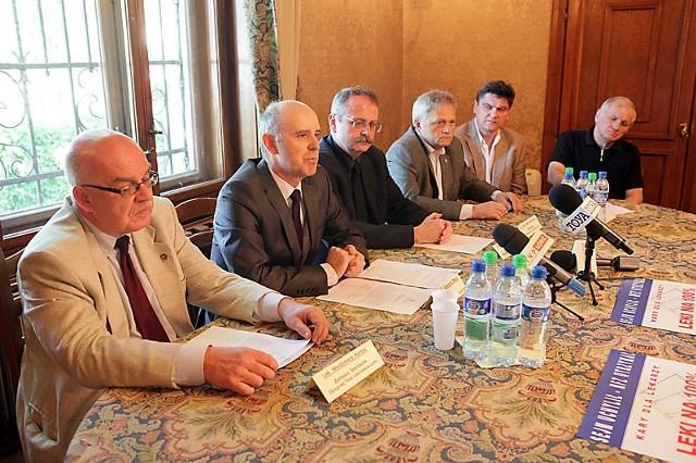 Lekarze ogłosili w Łodzi, że nie podpiszą umów z NFZ