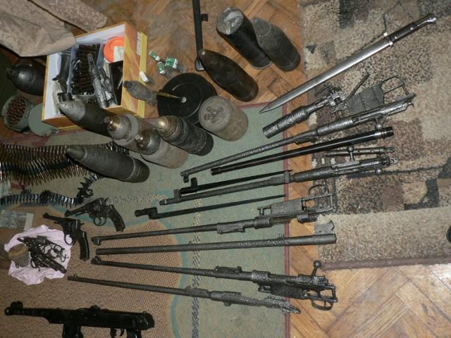 Świdnik, Mełgiew: Policjanci zlikwidowali niebezpieczny arsenał