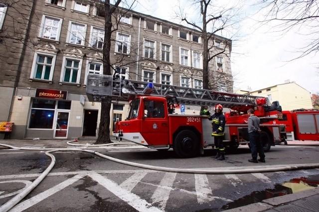 Pożar w kamienicy przy ul. Szamarzewskiego.