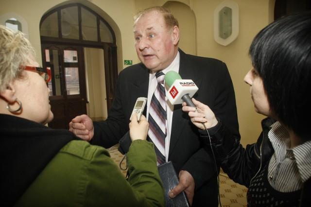 Jan Tomaszewski mówi, że chce tylko wspomóc PiS w wyborach, a kariera polityczna go nie interesuje. Czy to samo powie po wyborach?