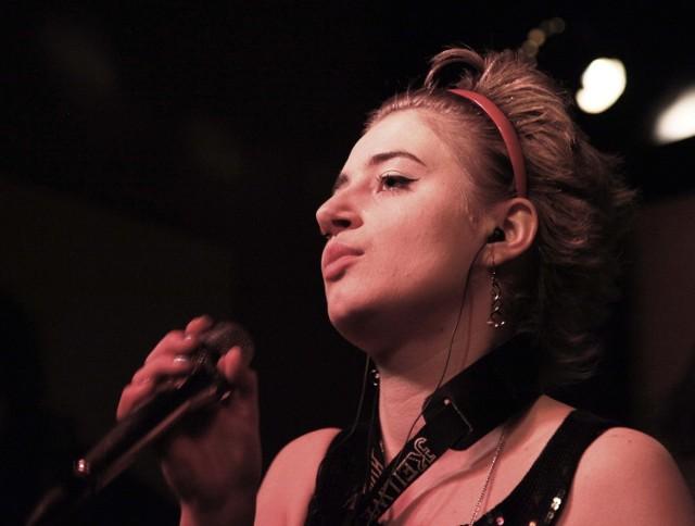 Lena Romul podczas koncertu w klubie Blue Note 16 lutego 2012 r.
