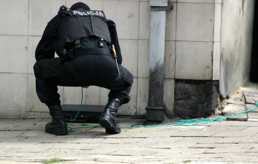 Ryszarda Ł. zna policja w całym kraju. Niemal co roku stawia bowiem na nogi służby ratownicze alarmując o podłożeniu ładunków wybuchowych